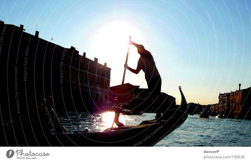 Der Gondlier Mensch Mann Wasser Stadt Erwachsene Bewegung Küste Arme maskulin Insel Italien fahren Kultur Fluss Hafen Dorf