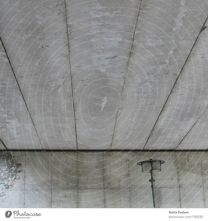 Under The Bridge Menschenleer Brücke Straßenbeleuchtung Laterne Beton grau Tristess Außenaufnahme Textfreiraum links Textfreiraum oben Textfreiraum Mitte Tag