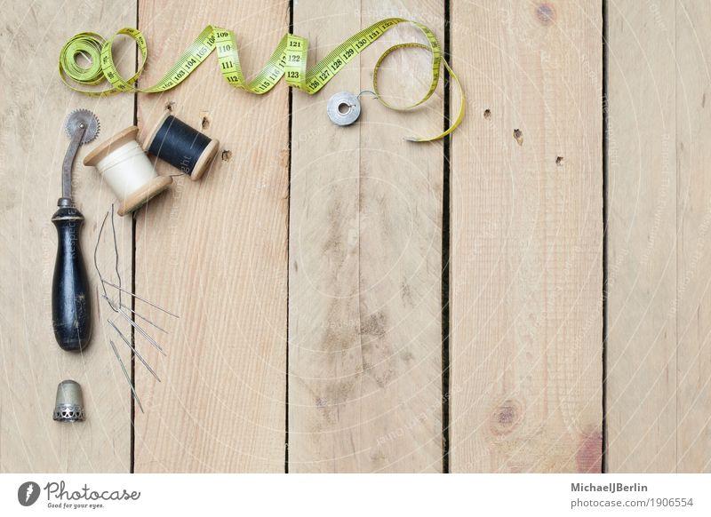 Alte und neue Schneider und Näher Werkzeuge Freizeit & Hobby Basteln Tisch Holz Rost alt retro Brett Faden Haushalt Heimwerk Nadel Nähen Rolle Schneiderei
