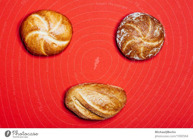 Drei verschiedene Brötchen auf rotem Hintergrund rot Lebensmittel Ernährung Brot Werkstatt Backwaren Teigwaren Brötchen König Kartoffeln Bäckerei normal Vollkorn