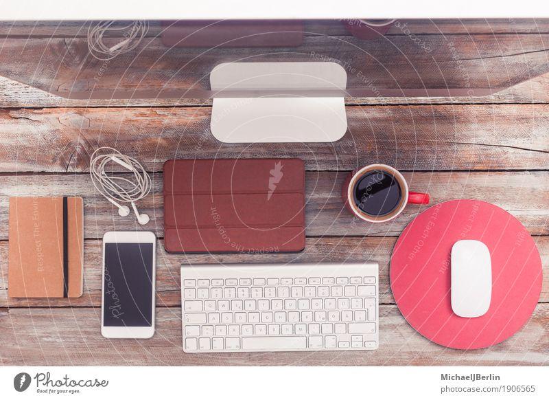 Schreibtisch von oben, home office mit Computer und Kaffee alt Holz Arbeit & Erwerbstätigkeit Büro Tisch Computer Kaffee Telefon schreiben Internet Schreibtisch Tasse Kopfhörer Vernetzung Bildschirm Zettel