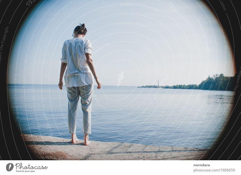 Frau Ferien & Urlaub & Reisen Jugendliche Sommer Junge Frau Sonne Meer Strand Erwachsene Lifestyle Küste Freiheit Stimmung Zufriedenheit Ausflug Wellen