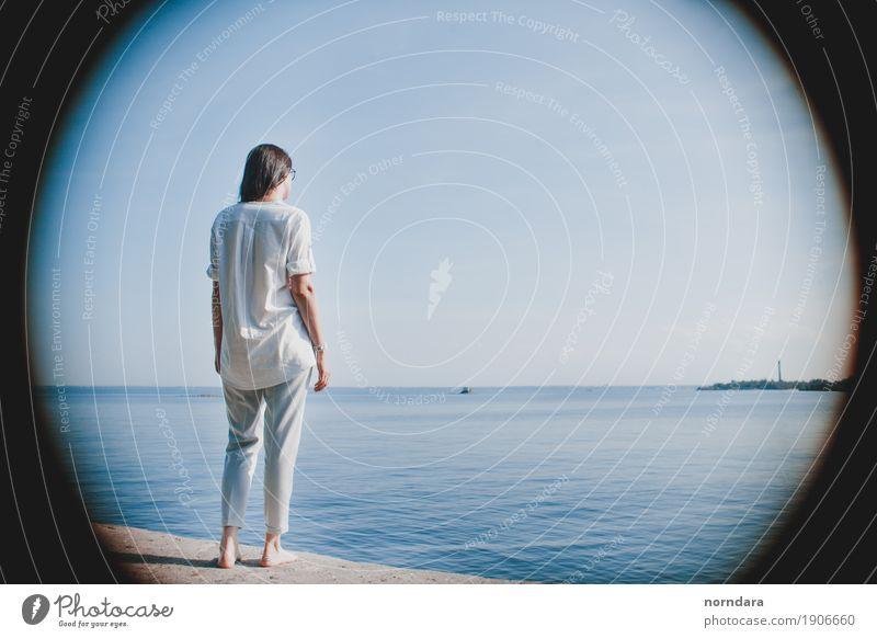 Frau Himmel Natur Ferien & Urlaub & Reisen Jugendliche Sommer Junge Frau Wasser Sonne Meer Strand Erwachsene Umwelt Frühling Lifestyle Freiheit