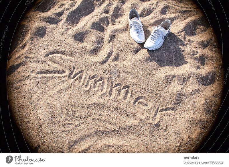 Ferien & Urlaub & Reisen Sommer Sonne Strand Lifestyle Sport Küste Schwimmen & Baden Sand Tourismus Ausflug laufen genießen Abenteuer Sommerurlaub Turnschuh