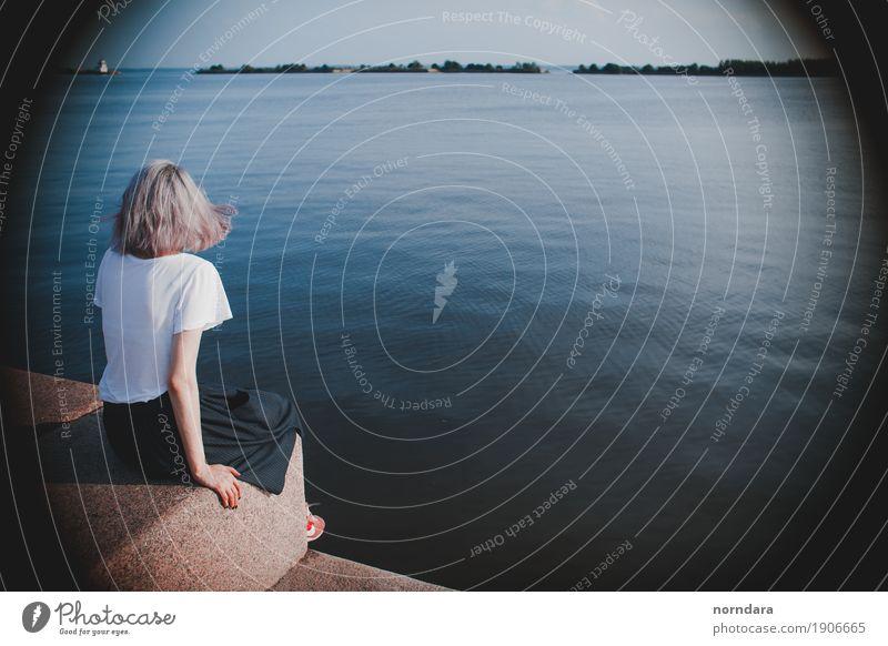 Frau Natur Ferien & Urlaub & Reisen Jugendliche Sommer Junge Frau Wasser Sonne Meer Strand Erwachsene Umwelt Lifestyle feminin Freiheit Tourismus