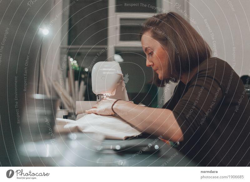 Nähen Frau Jugendliche Junge Frau Erwachsene feminin Design Arbeit & Erwerbstätigkeit Freizeit & Hobby Beruf Arbeitsplatz Berufsausbildung Basteln Handarbeit