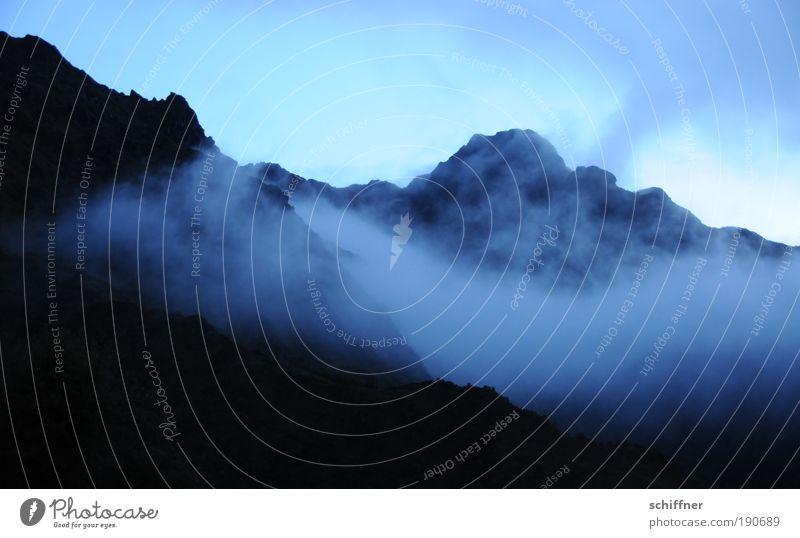 Chaquiqocha Einsamkeit Landschaft Berge u. Gebirge Traurigkeit Regen Nebel nass hoch Klima bedrohlich Sehnsucht Gipfel schlechtes Wetter gigantisch Vulkan Peru