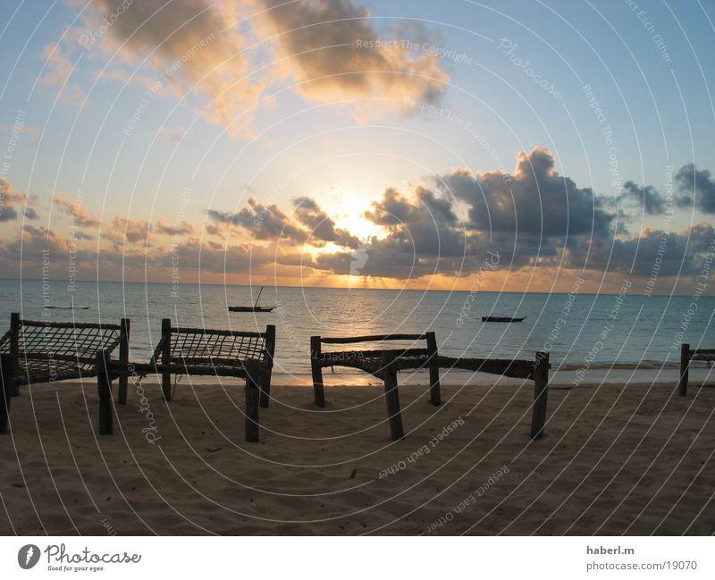 Das Ziel Strand Sonnenaufgang Wolken ruhig Sansibar Stuhl Meer Zufriedenheit Sand Himmel Leben genießen