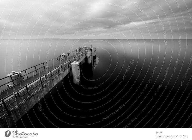 Seebrücke Wasser Himmel Meer schwarz dunkel grau Landschaft Küste Hafen Schifffahrt Ostsee Schwarzweißfoto Rügen Sellin