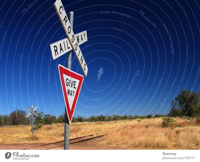 Bahnübergang Ferien & Urlaub & Reisen Reisefotografie Gleise Zeichen Hinweisschild Schönes Wetter Schilder & Markierungen Australien Blauer Himmel Steppe