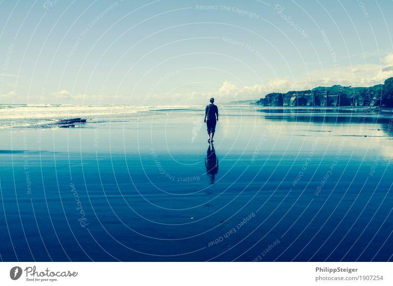 Walk on the beach Mensch Himmel Ferien & Urlaub & Reisen Jugendliche blau Wasser Junger Mann Meer Landschaft Wolken ruhig Ferne Strand 18-30 Jahre Erwachsene