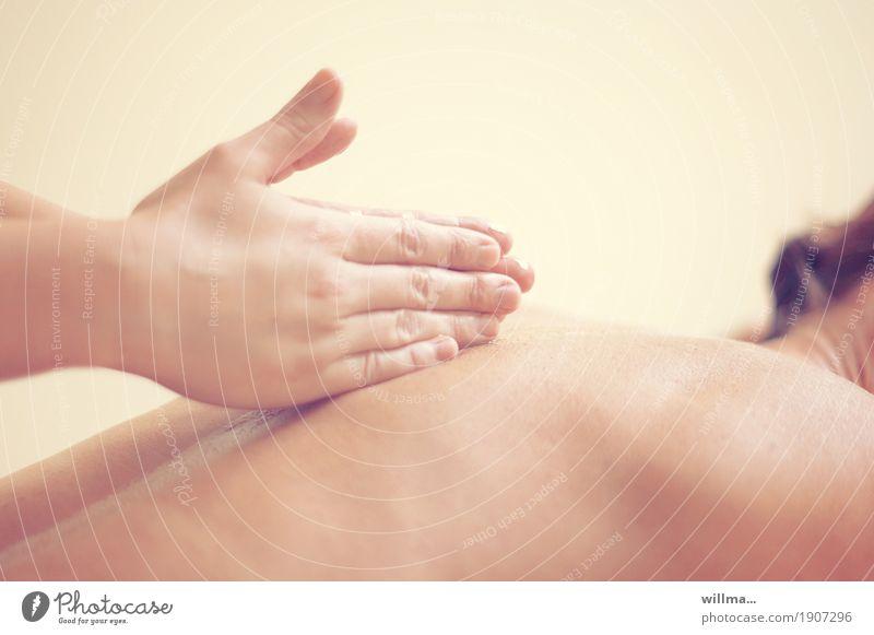 Rückenmassage Gesundheit Behandlung Alternativmedizin Wellness Wohlgefühl Erholung Massage Therapeut Physiotherapeut Masseur Physiotherapie