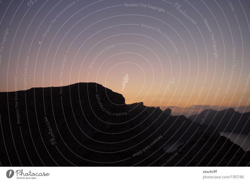 Licht und Schatten Himmel ruhig Einsamkeit Berge u. Gebirge Landschaft Insel Romantik Nachthimmel Mond trösten