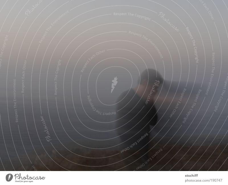 flüchtig im Nebel Mensch Mann Erwachsene maskulin trist Vergänglichkeit