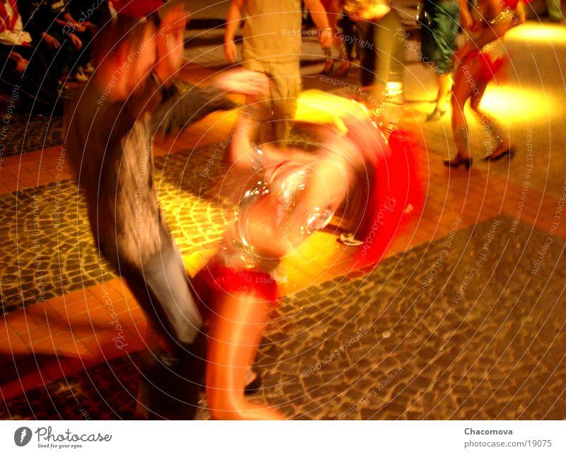 Samba Freude Party Musik Club Disco Tanzen Karneval Frau Erwachsene Mann Paar Menschengruppe Tänzer Platz Marktplatz Stein Bewegung fantastisch hell gelb rot
