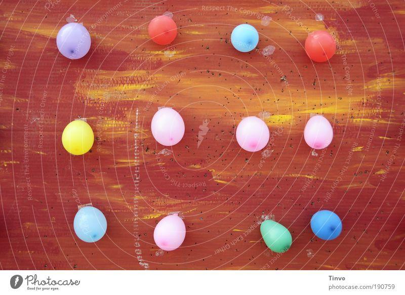 Das etwas andere Ballerspiel Spielen Kinderspiel Entertainment Feste & Feiern Jahrmarkt hängen Freude Fröhlichkeit Optimismus Neugier Luftballon Holzwand