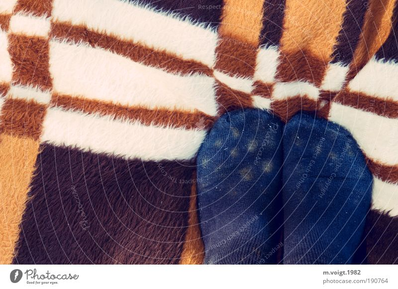 DDR-Streifendecke mit gepunkteten Füßen Mensch blau Ferien & Urlaub & Reisen Sommer Freude Fuß Zufriedenheit Freizeit & Hobby Ausflug Fröhlichkeit stehen retro
