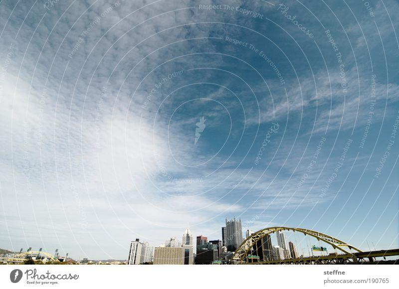 stahlblau Himmel Stadt Hochhaus Brücke Haus USA Gebäude Skyline Schönes Wetter Management