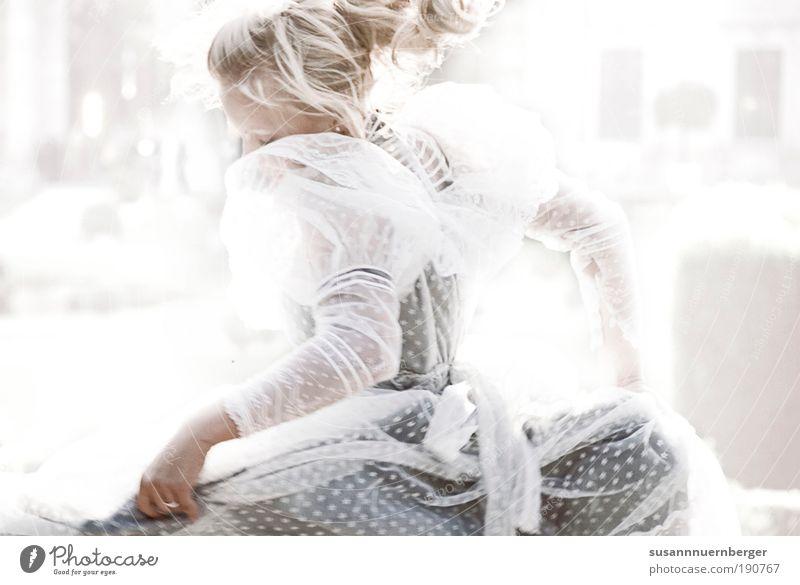 JOY Mensch Frau Jugendliche schön Veranstaltung Erwachsene abstrakt feminin Leben High Key Glück Stimmung Haare & Frisuren Gegenlicht Tanzen blond