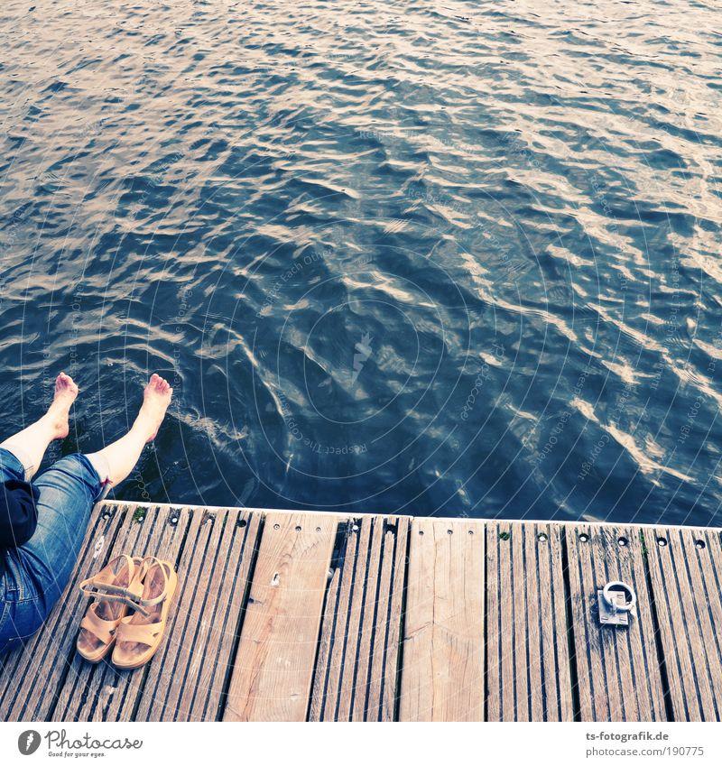 Piranhas angeln Mensch Natur Wasser Ferien & Urlaub & Reisen Sommer ruhig Erwachsene Erholung Wärme Holz Beine Fuß Wellen Zufriedenheit Farbe Fluss