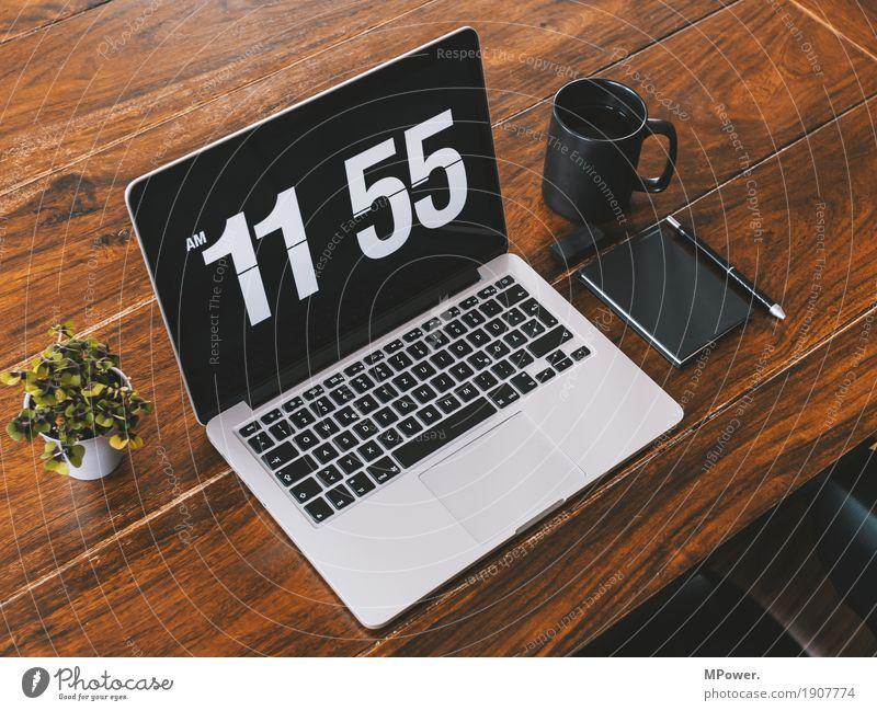 kurz vor zwölf Stil Holz Arbeit & Erwerbstätigkeit Büro modern Kreativität Computer Sauberkeit Pause Kaffee schreiben trendy Handy Schreibtisch Arbeitsplatz