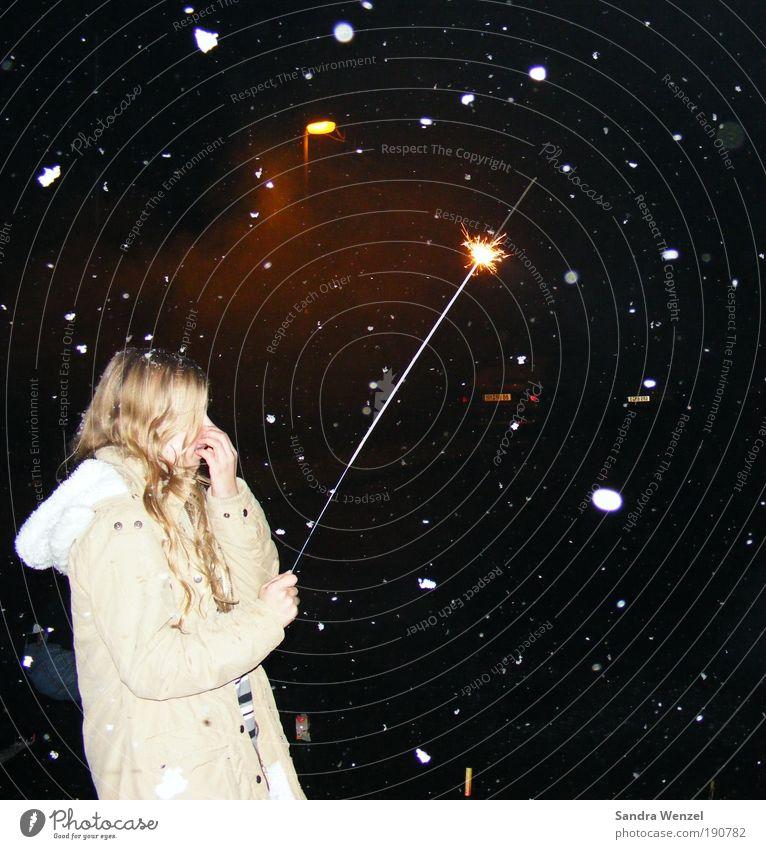 Wünsch dir was... Mensch Winter Feste & Feiern Glück Schneefall blond Hoffnung Natur Silvester u. Neujahr Nachthimmel Behaarung Mantel Locken Glaube langhaarig