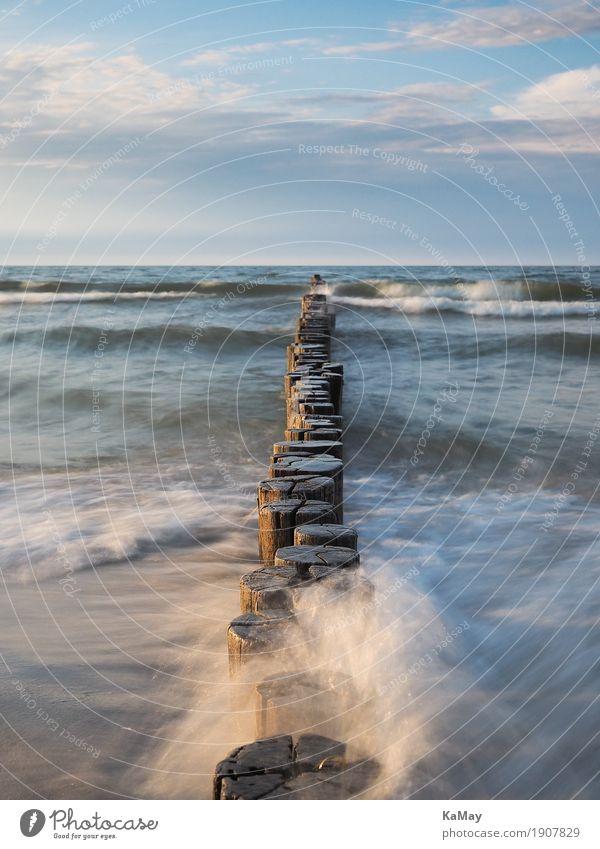 Wellen, Meer und Buhnen ruhig Sommer Natur Landschaft Wasser Wolken Horizont Küste Ostsee Flüssigkeit blau Ferne Gewässer Deutschland deutsch Reisen Reiseziel