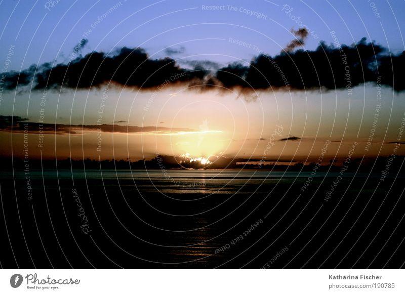 Sunset Natur Wasser Himmel Sonne Meer blau Sommer Ferien & Urlaub & Reisen schwarz Wolken gelb Freiheit Luft rosa Wetter gold
