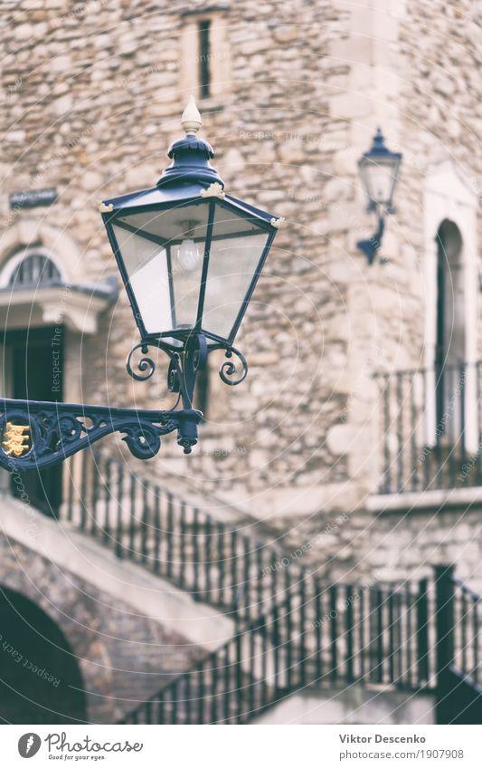 Vintage Straßenlampe. Turm Stil Design Ferien & Urlaub & Reisen Tourismus Lampe Stadt Palast Gebäude Architektur alt historisch blau England London Beitrag