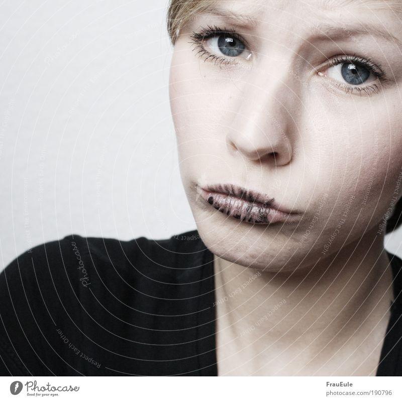 scann mich! Mensch feminin Junge Frau Jugendliche Kopf Gesicht Mund 1 18-30 Jahre Erwachsene Blick Innenaufnahme Sonnenlicht High Key Porträt Vorderansicht