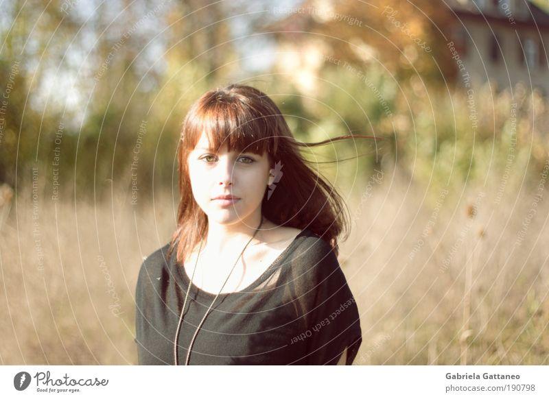 Dilara Mensch Natur Jugendliche schön Baum grün Gesicht gelb Frau feminin Bewegung Haare & Frisuren Porträt Zufriedenheit hell braun