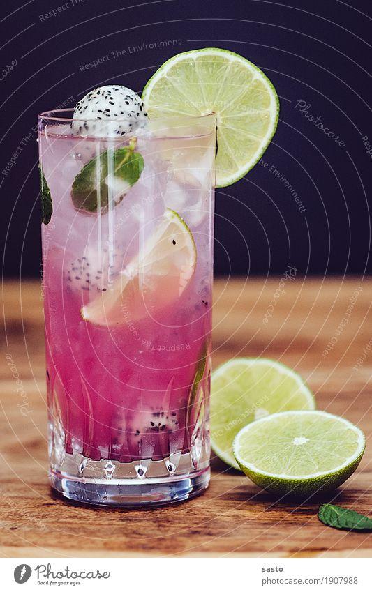 Mojito gerührt Alkohol Longdrink Cocktail Glas Coolness Flüssigkeit frech sauer braun gelb grün rosa schwarz Freude Fröhlichkeit Lebensfreude Drachenfrucht