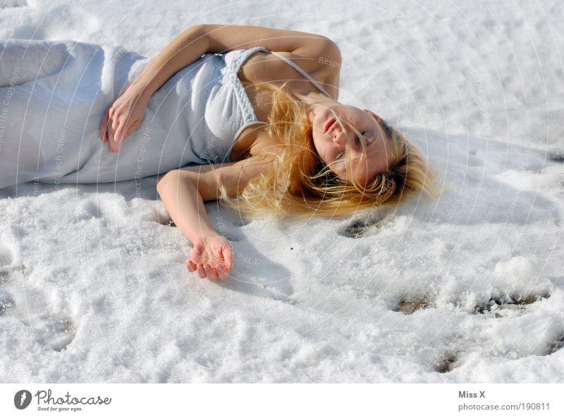 kalt??? Mensch Junge Frau Jugendliche Haut Brust Arme 1 18-30 Jahre Erwachsene Winter Eis Frost Schnee schön verrückt Traurigkeit Trauer Tod Unlust Farbfoto
