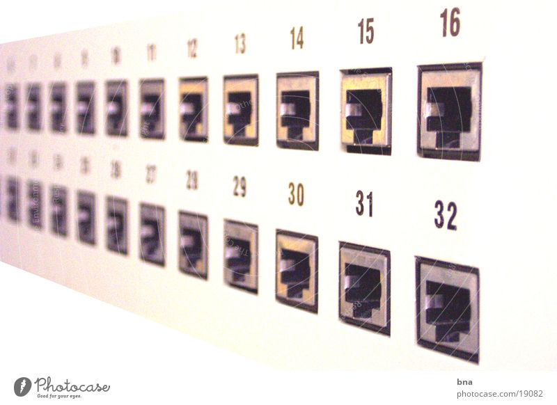 Verbindungen schaffen Netzwerkstecker Stecker Steckdose Internet E-Mail Switchpanel