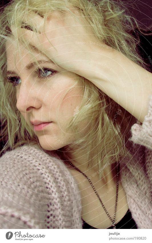 Jugendliche Hand schön Gesicht Erwachsene Auge feminin Haare & Frisuren Stil Mode blond Mund rosa Nase niedlich einzigartig