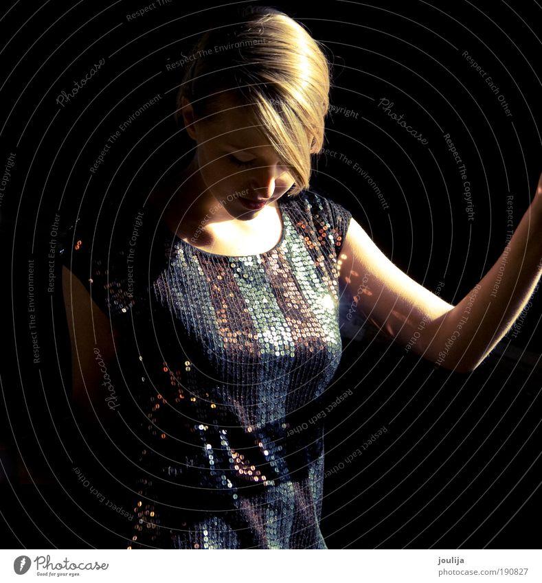 diva Frau Mensch Jugendliche schön schwarz Erwachsene feminin Haare & Frisuren Stil Mode blond elegant Lifestyle Romantik 18-30 Jahre Kleid