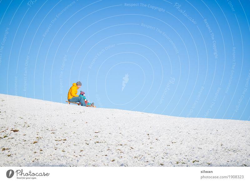 Extrem Schlittenfahren ... Mensch Jugendliche blau weiß Junger Mann ruhig Freude Ferne Winter Erwachsene kalt gelb Sport Schnee frisch verrückt