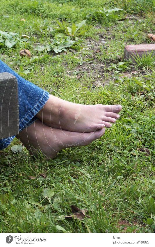 zur Ruhe kommen Gras Nahaufnahme ruhig Frau Fuß