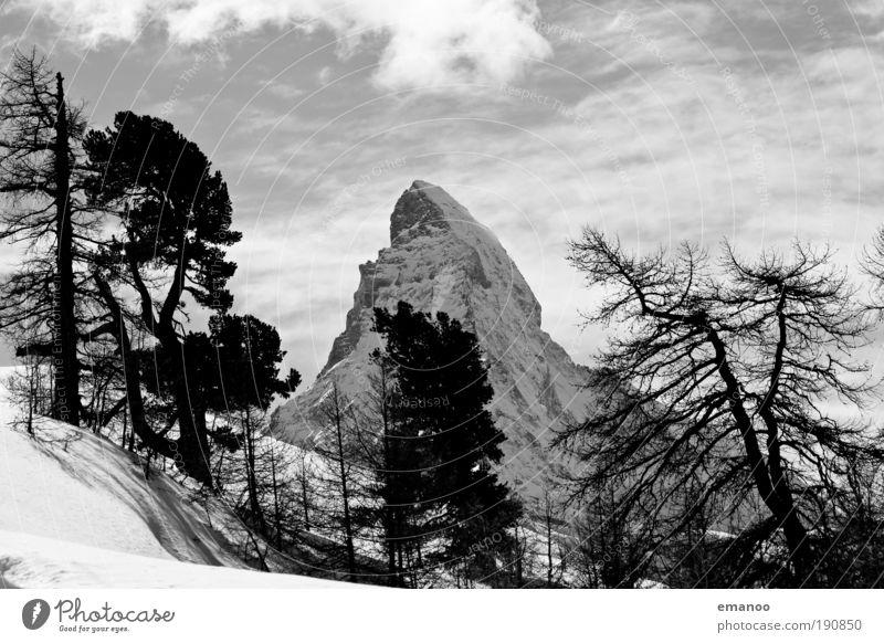 Matterhorn dahinter Natur Baum Ferien & Urlaub & Reisen Pflanze Winter Wald Landschaft Schnee Berge u. Gebirge Freiheit Holz Freizeit & Hobby Eisenbahn Wetter