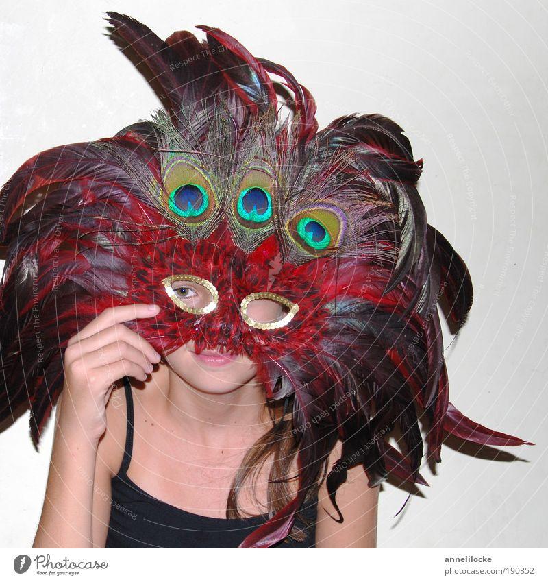 Maskerade Mensch Hand Jugendliche schön Mädchen Freude Auge feminin Spielen Feste & Feiern Vogel Kindheit Arme verrückt Häusliches Leben Feder