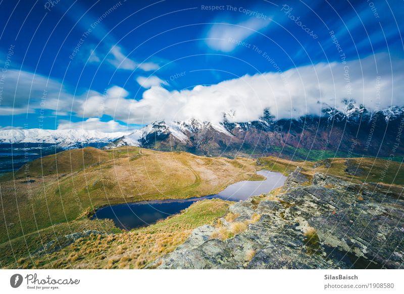 See in den Bergen Ausflug Abenteuer Ferne Freiheit Umwelt Natur Landschaft Wolken Schönes Wetter Pflanze Gras Sträucher Hügel Felsen Berge u. Gebirge Gipfel