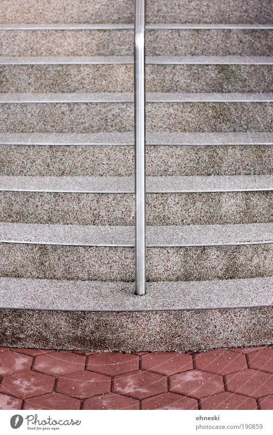 Motiv zu mittig Bauwerk Gebäude Architektur Treppe Treppengeländer Geländer Stein Beton Halt festhalten graphisch Gedeckte Farben Außenaufnahme abstrakt Muster