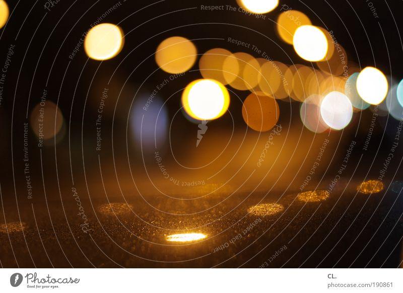 nachtleben Lifestyle Nachtleben ausgehen Verkehr Verkehrsmittel Straßenverkehr Autofahren Wege & Pfade Fahrzeug PKW leuchten ästhetisch Coolness glänzend