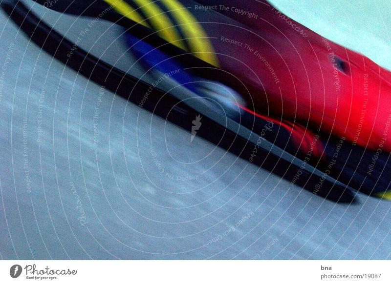 Iceracer Sport liegen Eis Geschwindigkeit Streifen Körperhaltung eng Extremsport Rodeln Aerodynamik Bobbahn