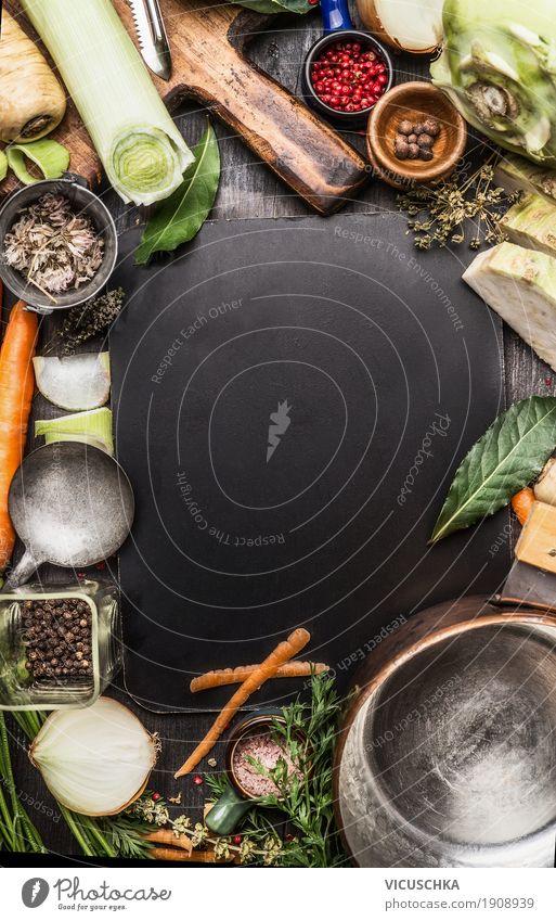Zutaten für Gemüsesuppe oder Brühekochen Lebensmittel Suppe Eintopf Kräuter & Gewürze Ernährung Abendessen Bioprodukte Vegetarische Ernährung Diät Geschirr