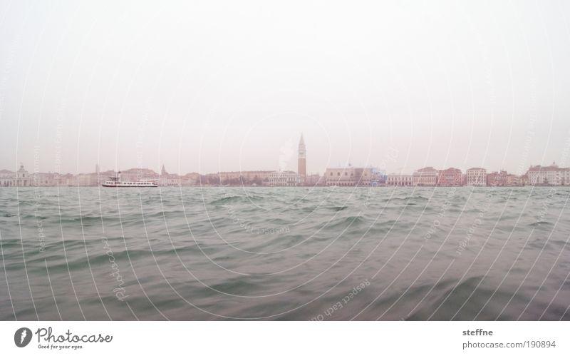Bacino Himmel Winter Nebel Wellen Küste Meer Venedig Italien Stadt Hafenstadt Skyline Haus Kirche Sehenswürdigkeit Wahrzeichen Campanile San Marco Romantik