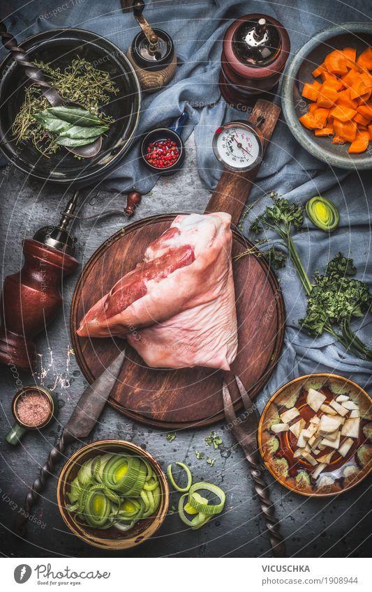 Schweinshaxe Eisbein, Kochen Zubereitung für Braten Speise Foodfotografie Essen Stil Lebensmittel Design Ernährung Tisch Kräuter & Gewürze Küche Gemüse