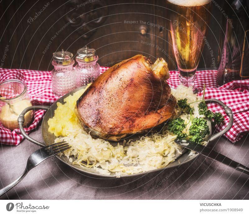 Geschmortes Eisbein mit Kartoffelpüree und Sauerkraut Foodfotografie Essen Stil Lebensmittel Design Ernährung Tisch Kräuter & Gewürze Getränk Gemüse Bier