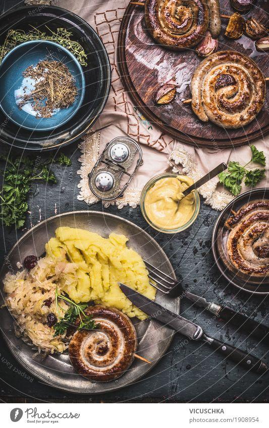 Bratwurst mit Kartoffel und Sauerkraut Lebensmittel Wurstwaren Gemüse Ernährung Mittagessen Abendessen Geschirr Teller Schalen & Schüsseln Besteck Stil