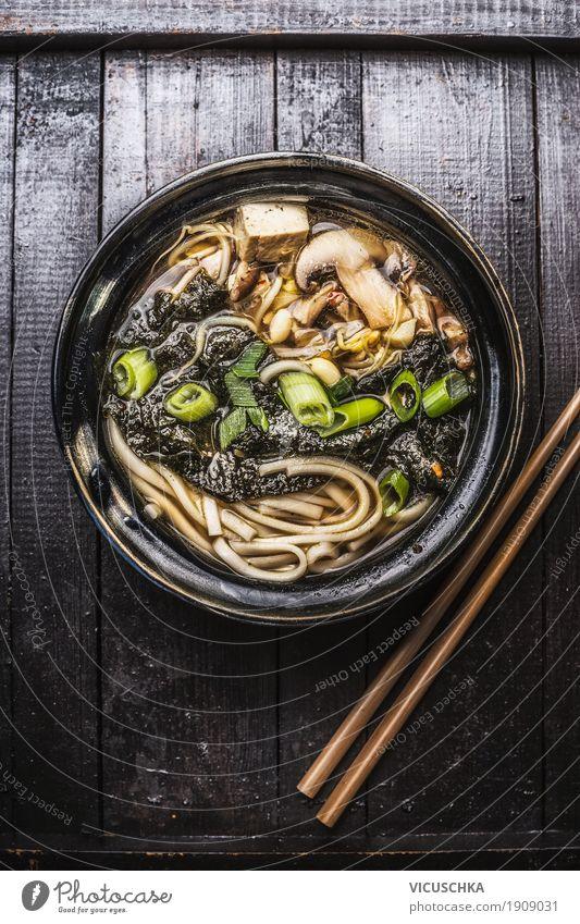 Asiatische Ramen-Suppe mit Nudeln, Tofu und Nori-Algen Lebensmittel Eintopf Kräuter & Gewürze Ernährung Mittagessen Abendessen Bioprodukte